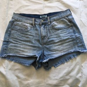 Mudd distressed light washed jean shorts size 9